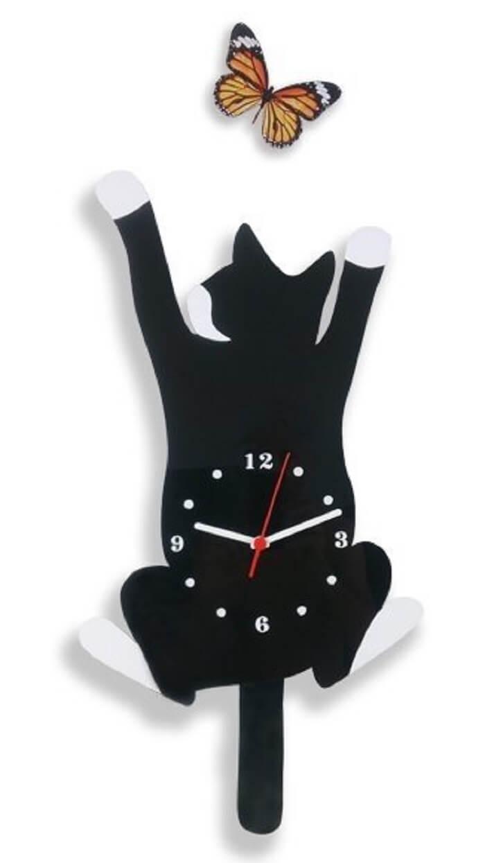Relógio de parede em formato de gato traz descontração ao ambiente