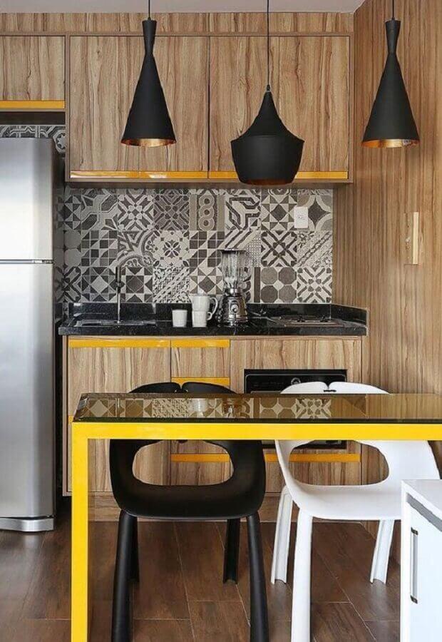 revestimento de madeira para cozinha compacta amarela Foto Pinosy