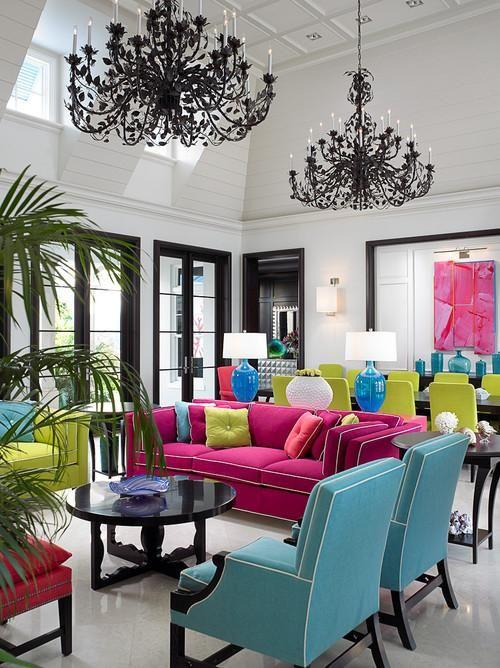decoração da sala colorida com sofá fúcsia