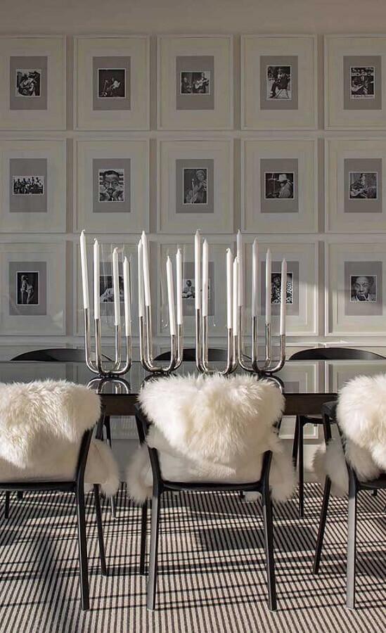 sala de jantar decorada com castiçal prata Foto Pinterest