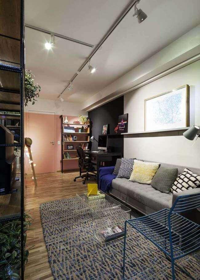 sofá para apartamento - sala de estar integrada com home office e hall