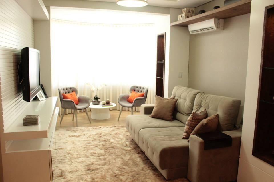 sofá para apartamento - sala de estar pequena com sofá bege