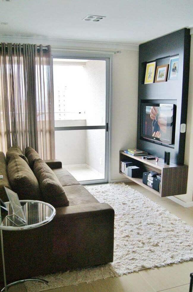 sofá para apartamento - tapete de pelo claro, sofás e aparador de madeira