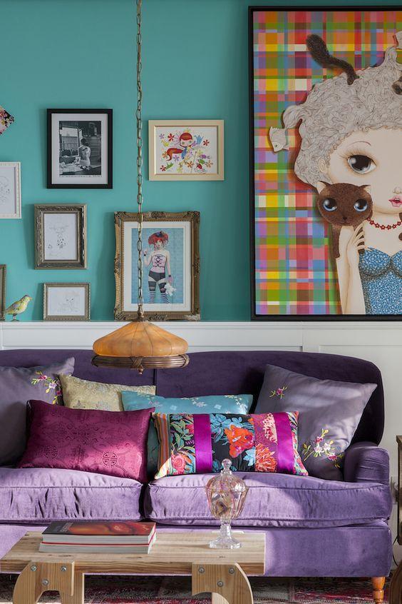 sofá retrátil colorido