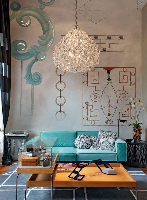 decoração da sala com sofá colorido