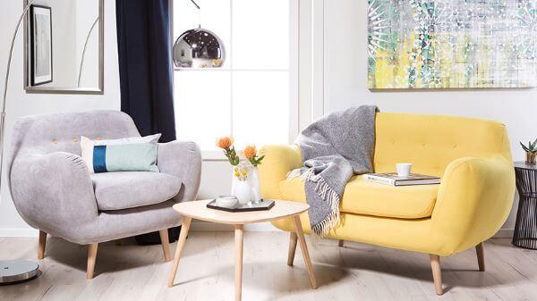 Conjunto de sofá colorido estilo retrô