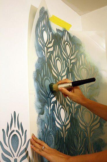 stencil para parede com a fita crepe