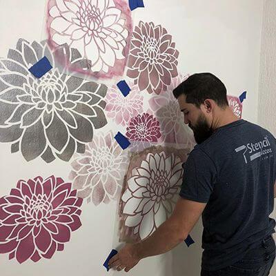 Stencil para parede cor de rosa com cinza