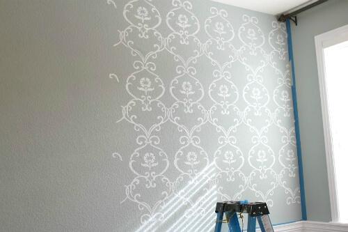 Stencil para parede cinza com branco