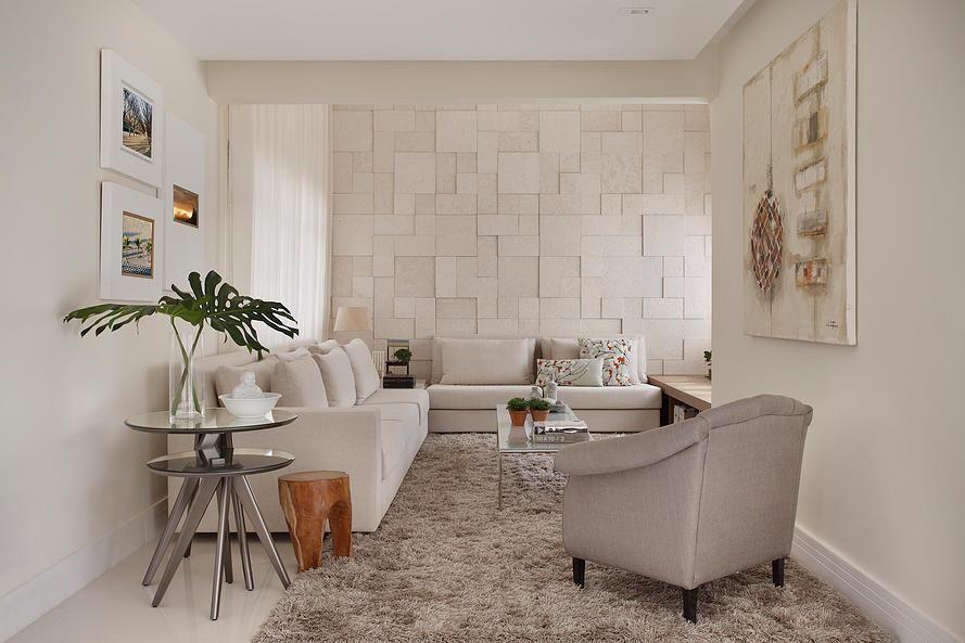 tapete medusa - sala de estar com tapete felpudo e poltrona