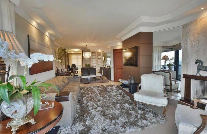 tapete medusa - sala de estar com tapete felpudo marrom