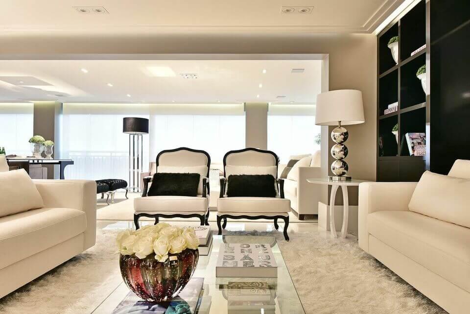 tapete medusa - sala de estar em branco e preto com tapete felpudo