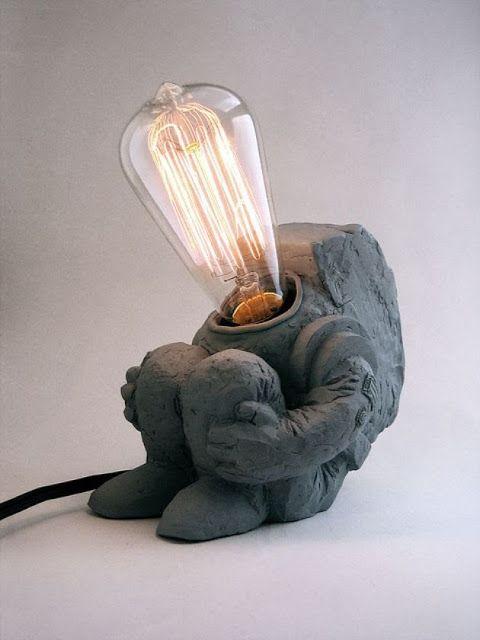 tipos de lâmpadas - luminária de astronauta