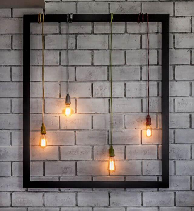 tipos de lâmpadas - pendente de lâmpada e parede de tijolinho cinza