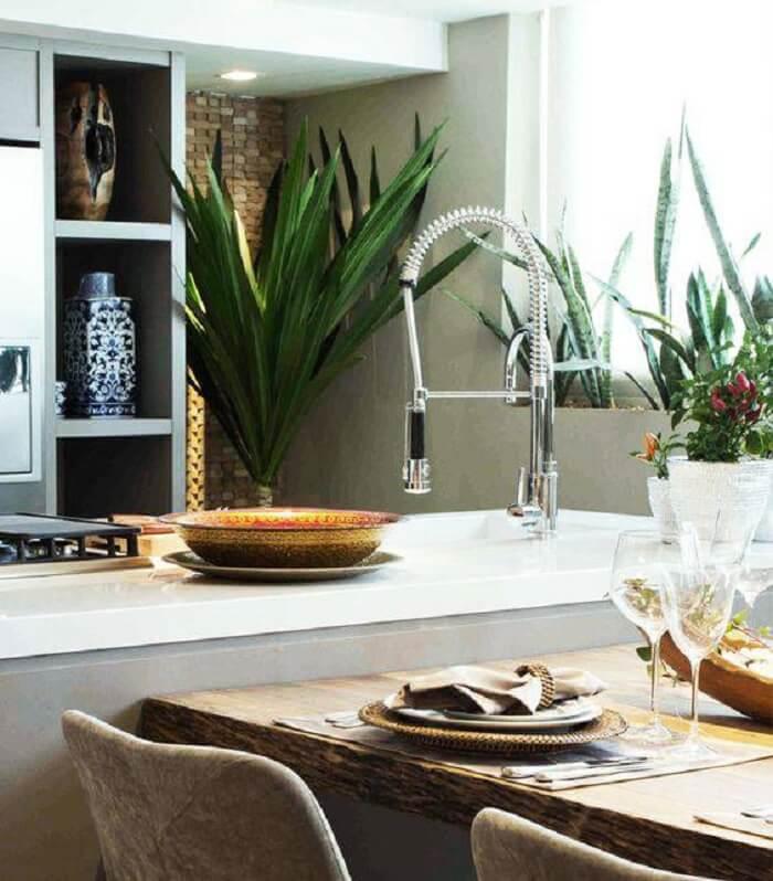 Bancada com mesa e torneira do tipo gourmet