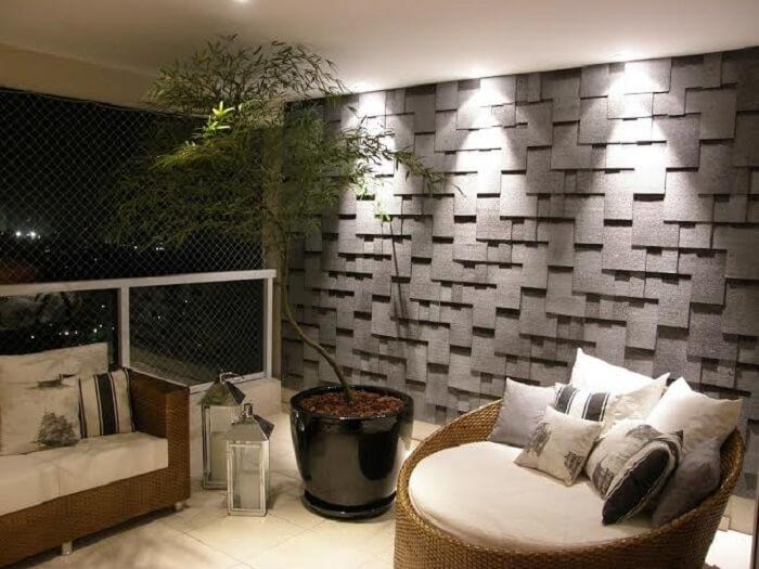 Varanda com parede revestida em placa de gesso 3D