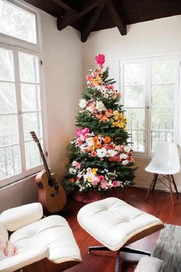 Christmas tree decorated with colorful flowers Photo Home Fashion Trend