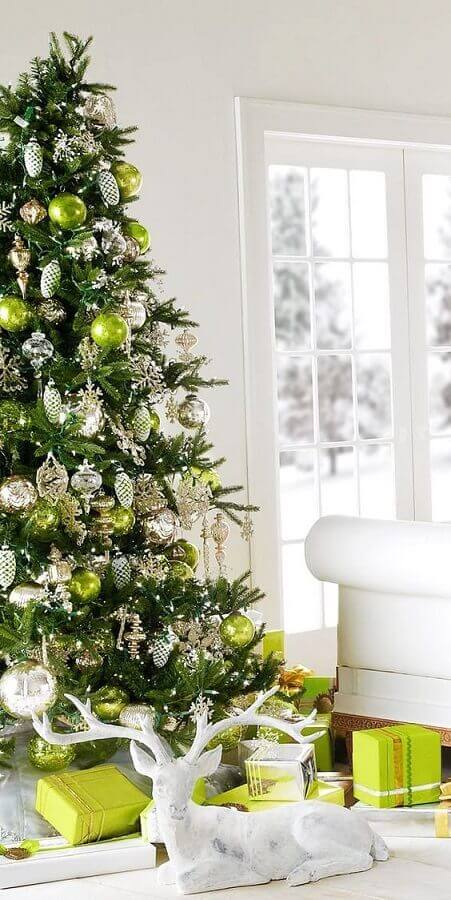 Christmas tree decorated green and silver Photo Pinterest