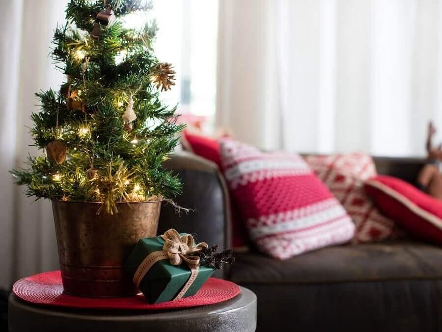 árvore de natal pequena Foto HGTV