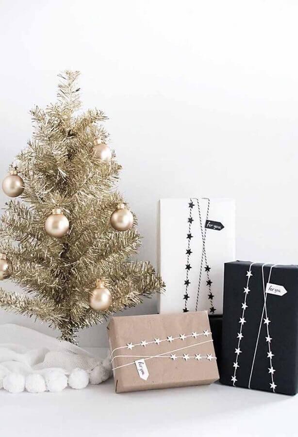 árvore de natal pequena dourada Foto StyleLovely