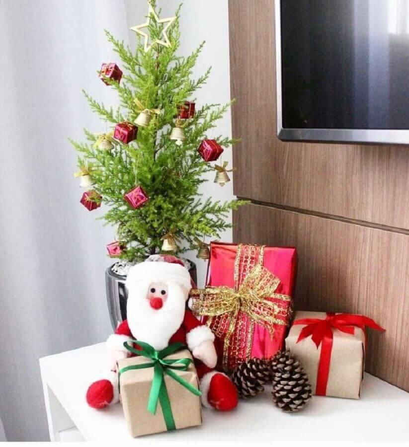 árvore de natal pequena simples decorada Foto Lori Pires