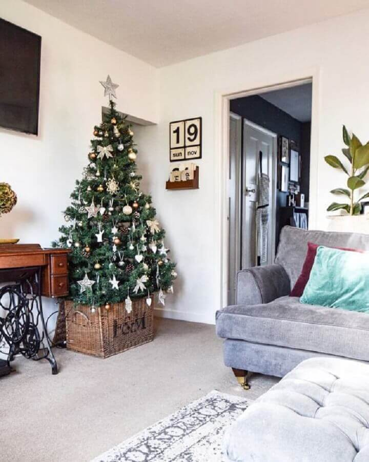 Christmas tree for simple room decoration Photo Hayley Stuart - Interiors and DIY