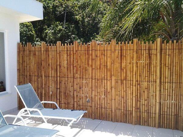 Utilize uma cerca de bambu para delimitar a área da piscina