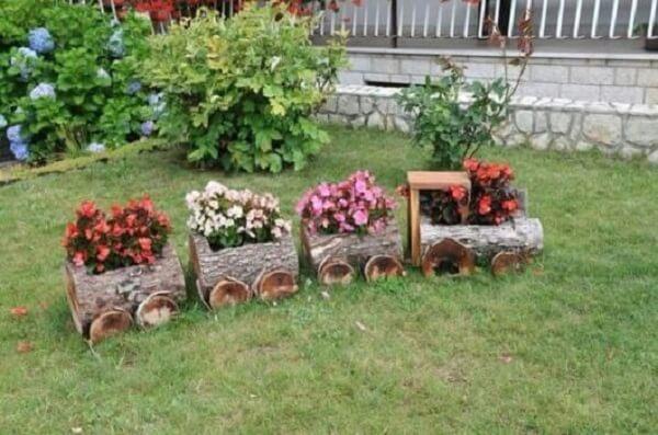 Enfeites para jardim feitos com trono de madeira