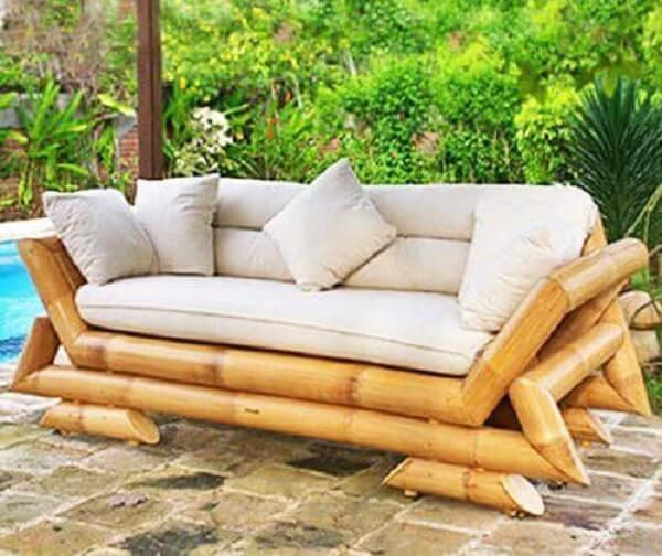 Os móveis podem complementar a decoração e são lindos enfeites para jardim