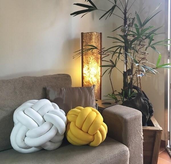 A almofada de nó transmite aconchego para a sala de estar