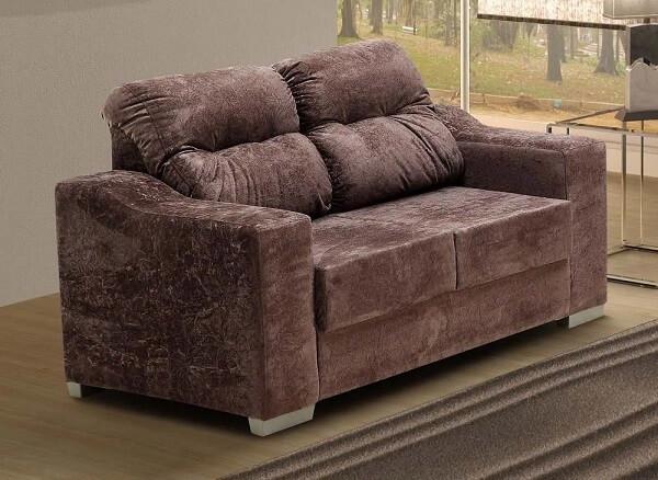 Sofá suede acomoda duas pessoas