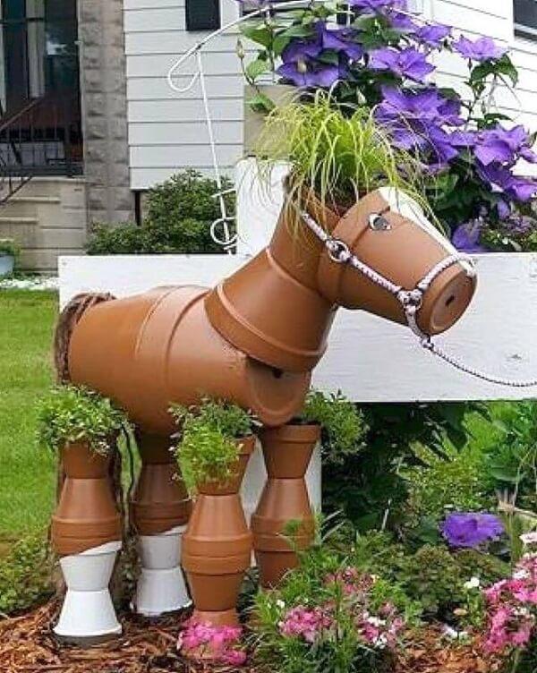 Enfeites para jardim feitos com vasos de barro
