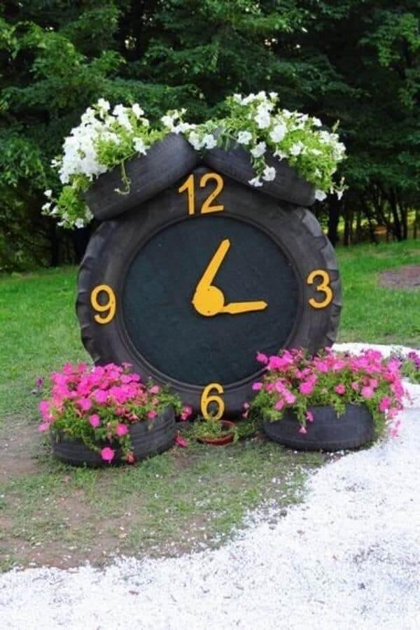 Enfeites para jardim feitos com pneu formam um lindo relógio