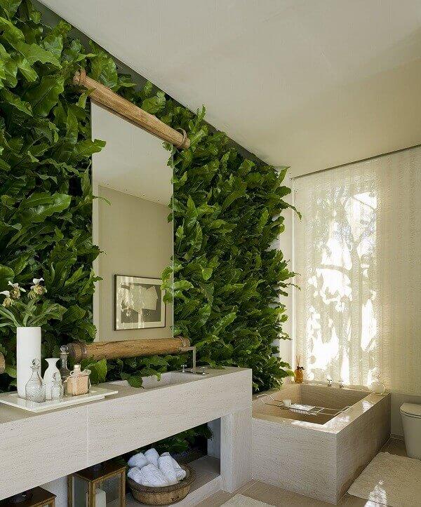 Transforme a decoração do seu banheiro incluindo um jardim vertical artificial
