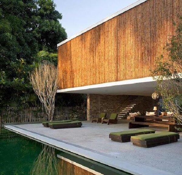 A cerca de bambu pode ser utilizada na fachada do imóvel