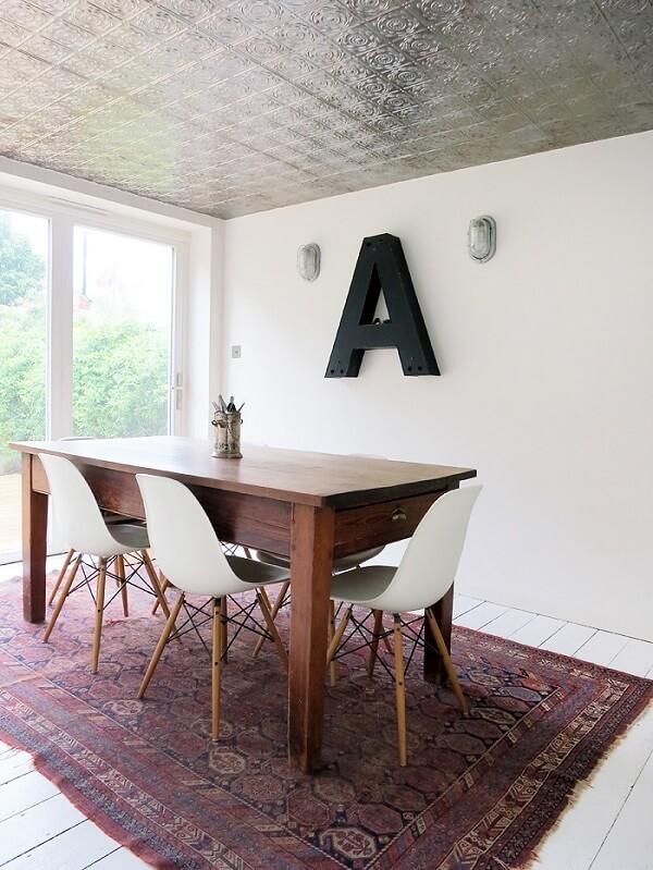 A letra A decora a sala de jantar
