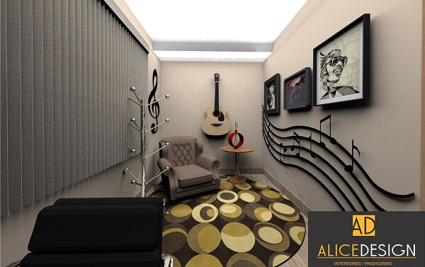 Ambiente compacto com persiana, tapete redondo e poltrona cinza