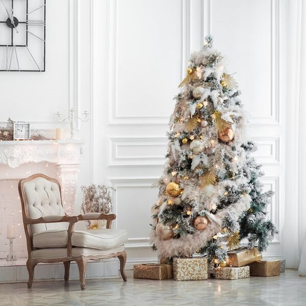 Golden balls complement the Christmas tree decoration