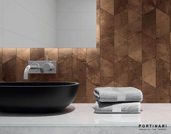 Banheiro com bancada de vidro jateado e cuba de apoio preta