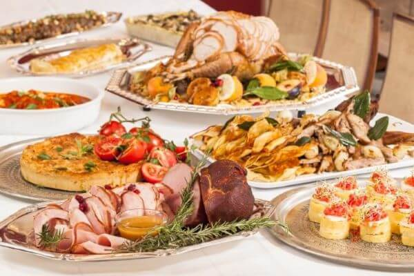 Ceia de natal com pratos variados