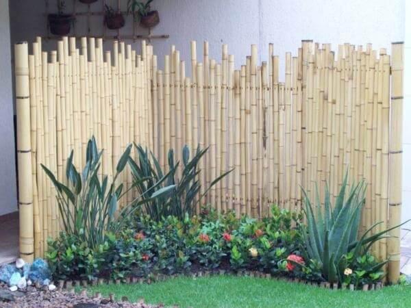 Cerca de bambu para jardim pequeno