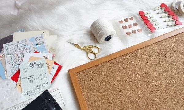 Como fazer um quadro de cortiça com fotos