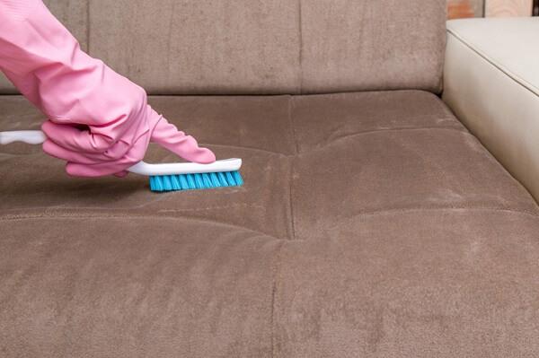 Como limpar sofá suede sem danificá-lo