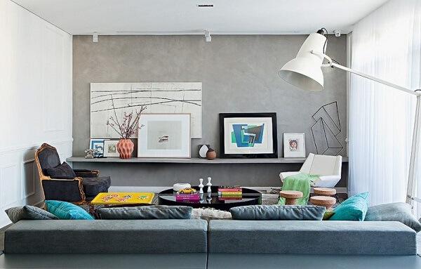 Decore a sala de estar com parede de cimento queimado