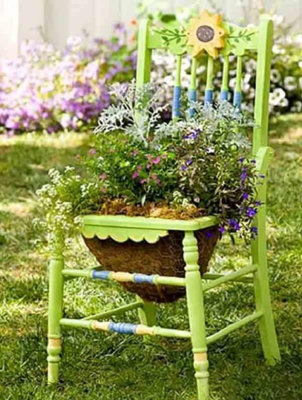 Crie enfeites para jardim reutilizando cadeiras da casa