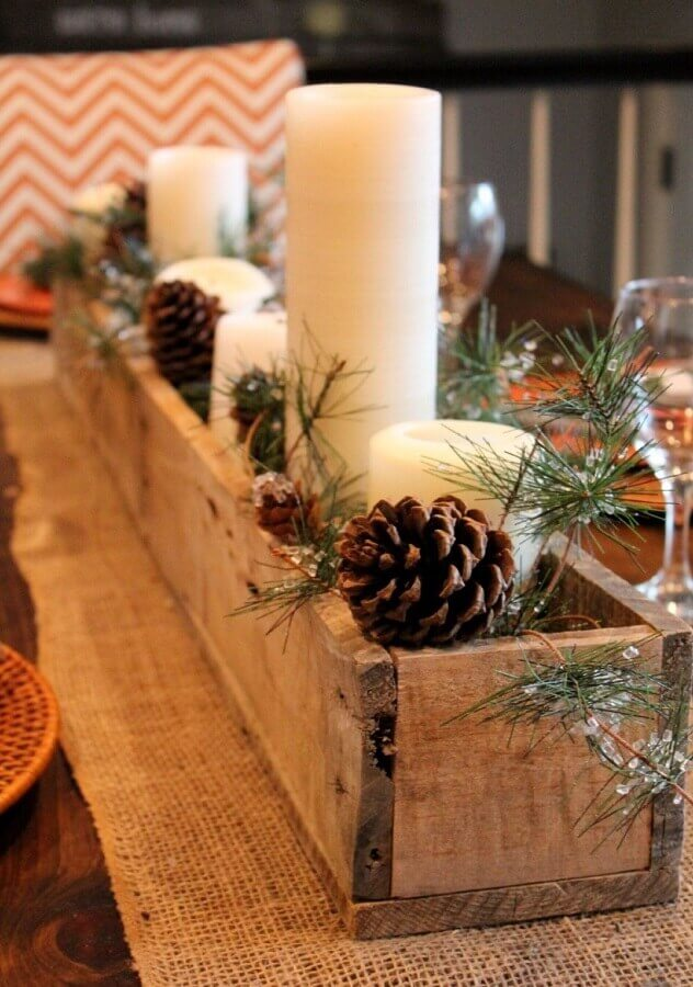 Rustic Christmas decorations with candles and pinecones Photo Pinterest