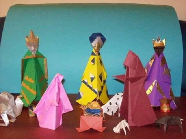 Estrutura os personagens do presépio com a técnica de origami