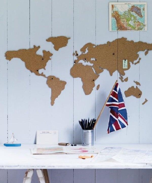 A cortiça foi recortada em forma de Mapa Mundi