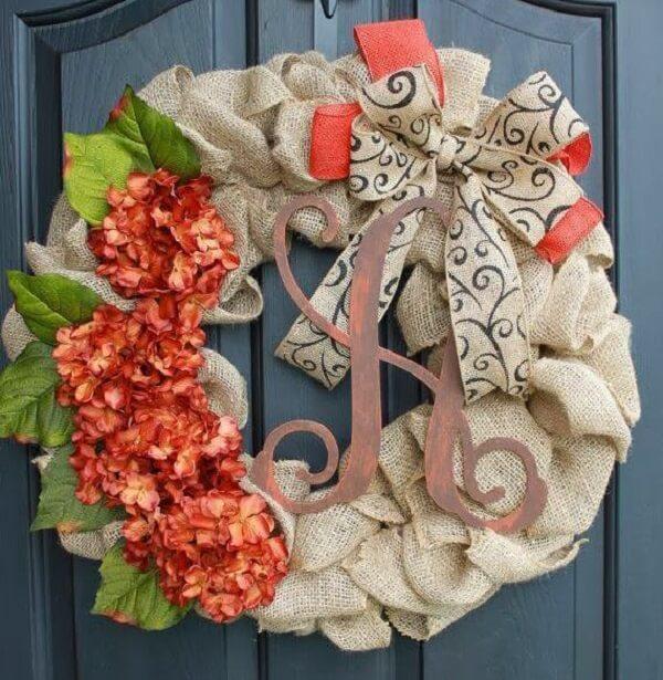 Enfeite de natal para porta feito com tecido de juta
