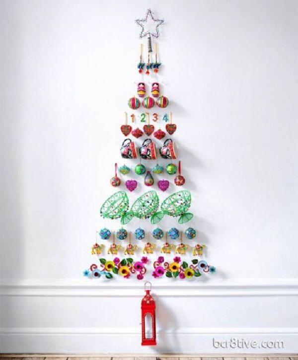 Árvore de Natal na parede criativa